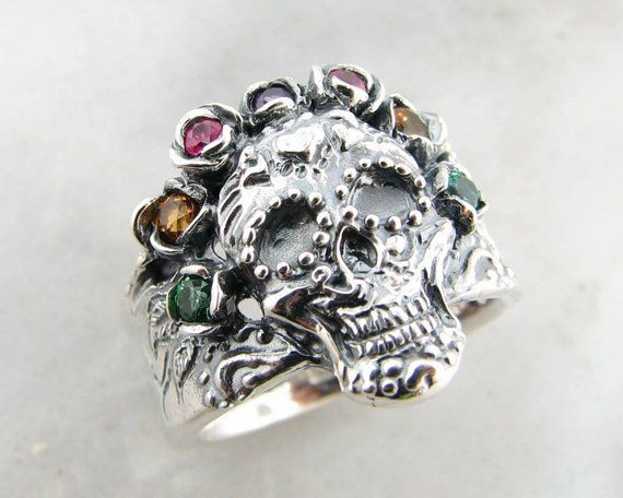 Spikey Skull with small crown Gem Sized