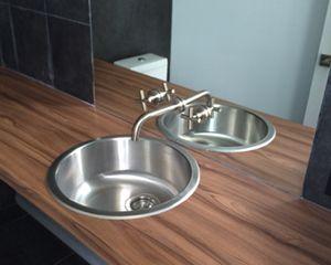 Démonstrateur, installation de lavabo de salle de bain en stainless steel