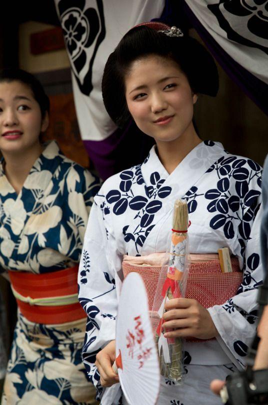 Gion Matsuri parade with geiko Satsuki of Gion Kobu and maiko Katsuna of Kamishichiken by ta_ta999 - blog