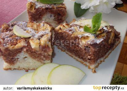 Žíhaná nadýchaná buchta z podmáslí, jablek a kokosu recept - TopRecepty.cz
