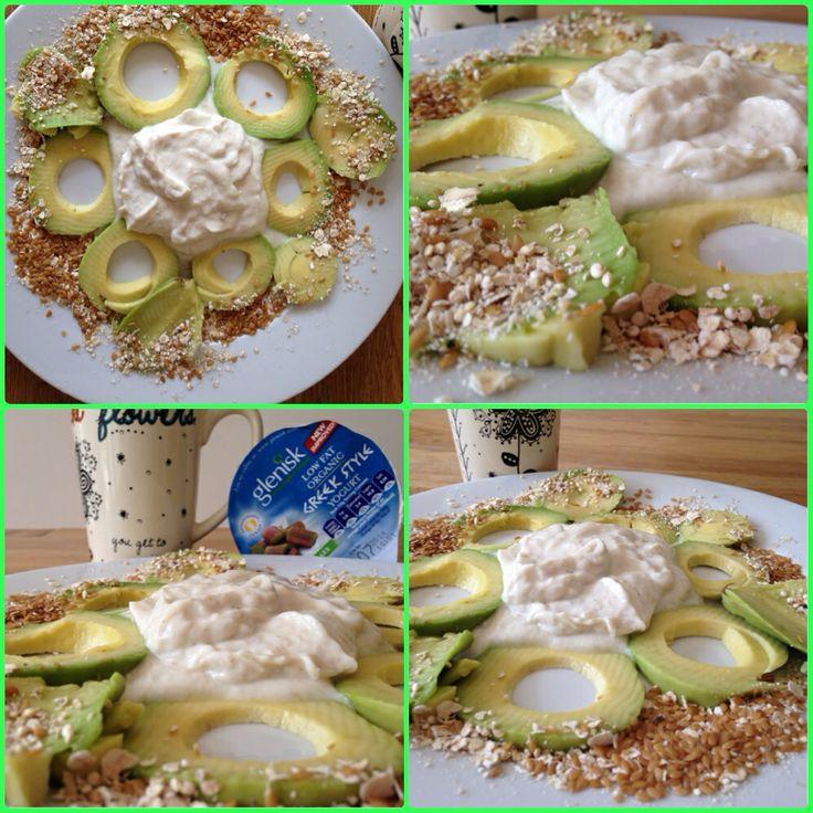 Estou inspirada hoje... Meu segundo café da manha. Não me diga que realmente você prefere fastfood? Ta uma delícia  #breakfast #glenisk #yogurtnatural #greentea #greekstyle #lowfat #organic #rhubarb  #inspiração #afterworkout #fitness #fitnesslife #fitnessfreak #goodfood #avocado #linseed #oatmeal