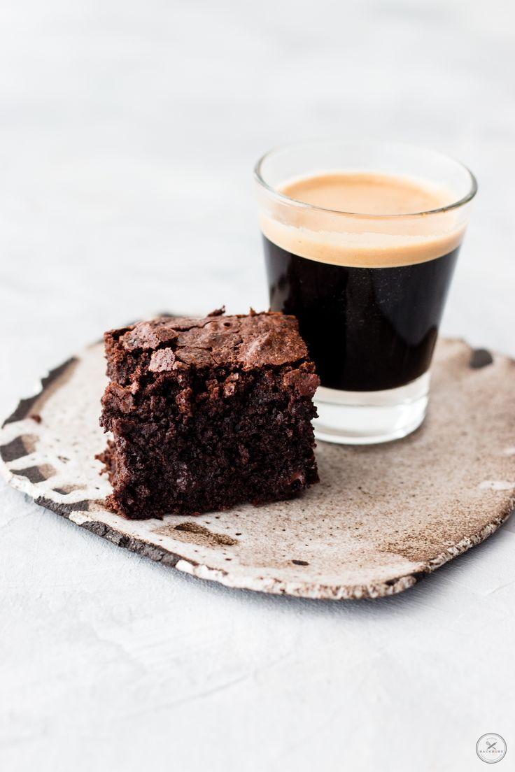Einfache Brownies mit frisch gebrühtem Espresso - von backbube.com