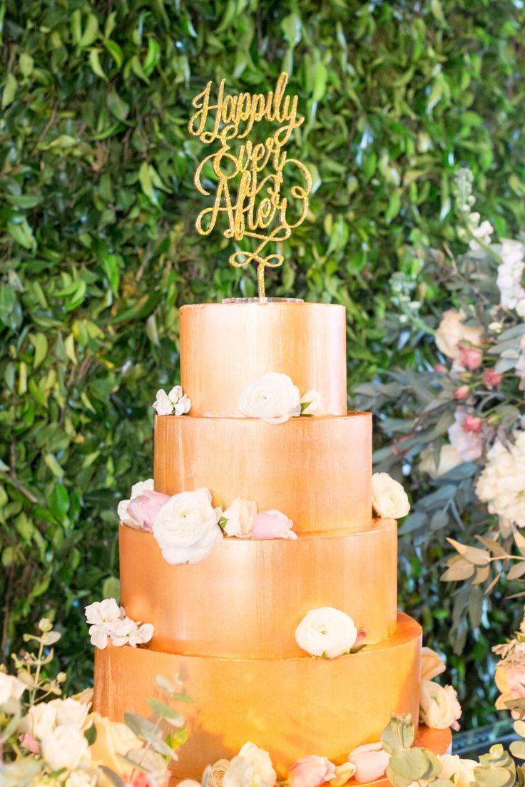 """Casamento realizado em Santos - SP com tons de Dourado, Glitter, cobre e tons pasteis. Bolo de casamento cobre.   Topo de bolo """"Happily Ever After"""" em glitter."""
