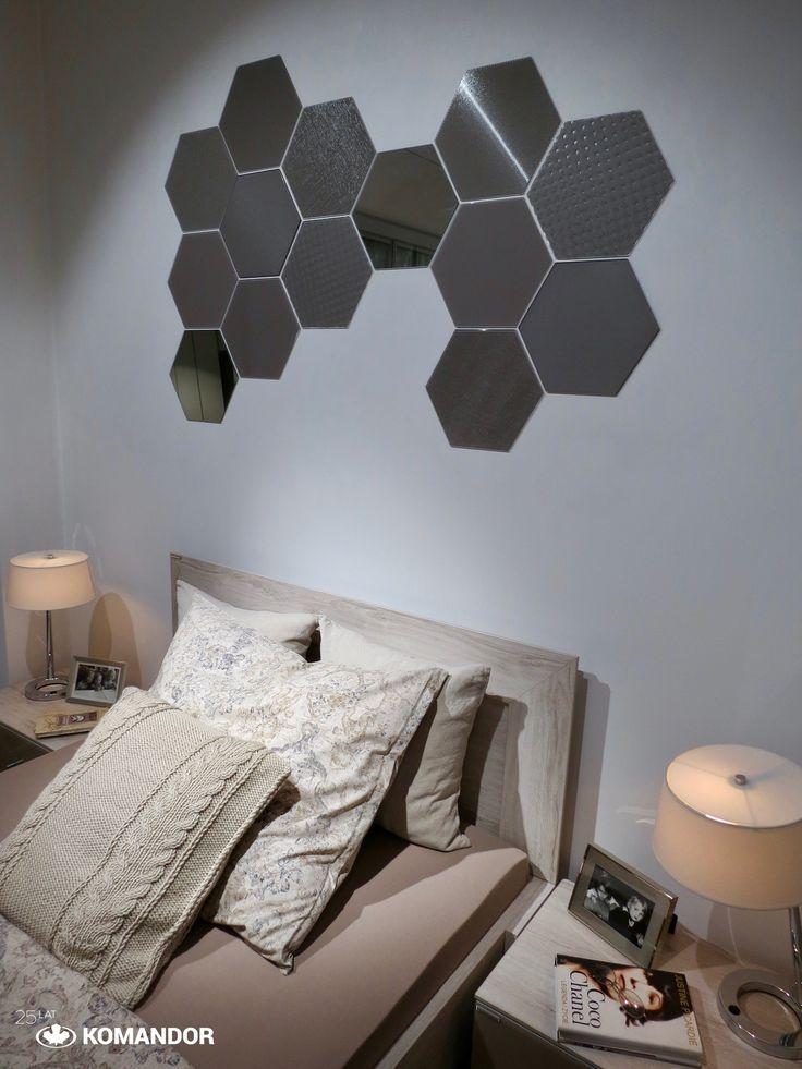 Łóżko i stoliki nocne z kolekcji QUBE Komandor. Colorimo HEXI - kolekcja sześciu  wzorów szkła lakierowanego o niepowtarzalnych strukturach.