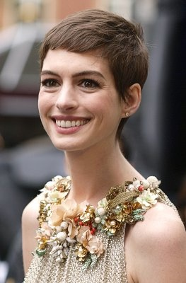 Anne Hathaway @Alexandra Marie Gault doesn't she look like you???? SO CUTE <3