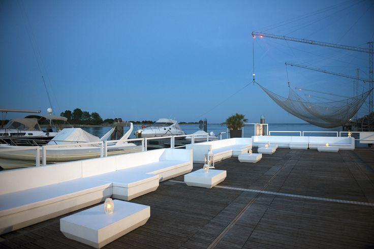 Tosetto Allestimenti ha curato tutti i servizi di contract e interior design per il Michelangelo Touristic Harbour e Yacht Club immerso nella Pineta di Jesolo