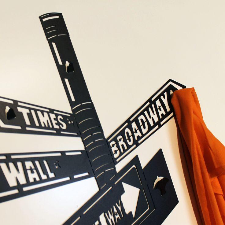 Appendiabiti da parete NEW YORK realizzati in lamiera di ferro con tecnologia a taglio laser. Wall clothes hanger NEW YORK made with laser cutting technology of sheet iron. nikla.eu