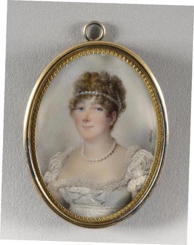 Jean-Baptiste Isabey, circa 1810 MADAME DE TALLEYRAND-PÉRIGORD, PRINCESSE DE BÉNÉVENT ET DE TALLEYRAND Exceptionnel et rare portrait inédit de Catherine de Talleyrand-Périgord, princesse de Bénévent et de Talleyrand, figurée en buste et en miniature, de trois-quarts à gauche dans un ovale sous verre, parée de perles dans les cheveux et autour du cou, vêtue d'une robe blanche. Inédit et conservé jusqu'à ce jour dans la descendance de Caroline Murat, ce portrait de lépouse de Charles-Maurice…