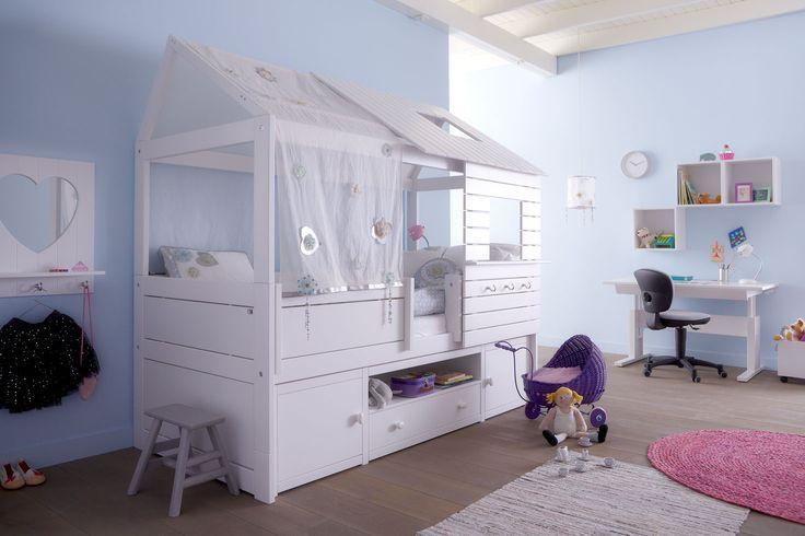 Kajuitbed Silversparkle met boomhut en kastmodule. Gemaakt van massieve den, geschikt voor een matras van 90 x 200 cm. Inclusief lattenbodem.