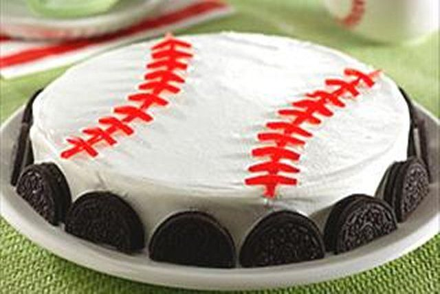 Score one for the home team with our easy pudding-and-cookie dessert. Red licorice makes easy seams on this big-league-worthy ball.