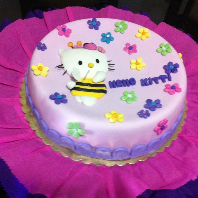 Hello Kitty cake hecha por @acuariana7