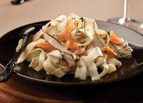 Een lekker pastagerecht met een klassieke vergeten groente: schorseneren. De aardse smaak van de schorseneer gaat erg goed samen met de gerookte zalm. Dit lekkere recept zet je binnen een klein half uurtje op tafel.Lees verder
