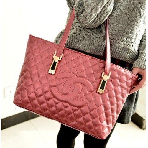 "@cs.ordersis's photo: ""Handbag : C638 RED ""Material:  Kulit PU Height:  26 cm Length:  43 cm Depth:  11 cm Long Strap:  No Bag Mouth:  Zipper Weight:  500g"" Rp164,000  #handbag #bag #tas #ordersis"""