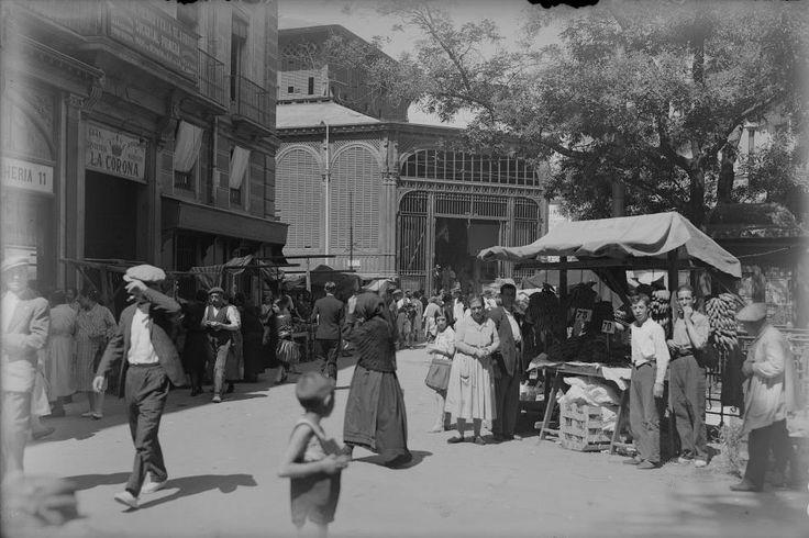 Mercado y Plaza de la Cebada, finales década de 1920 António Passaporte (1901-1983) Archivo LOTY. Fototeca del Patrimonio Histórico. Ministerio de Cultura.