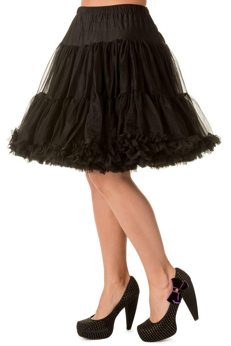 """Banned Black Spodnička k šatům 23""""  Spodnička ve stylu 50. let. Krásná šifónová spodnička k šatům s kolovou sukní, příjemná, měkká, dokonale pozvedne výraz šatů, bohatý objem, 2 nadýchané vrstvy a spodní sukně, 100% polyester, univerzální černá barva. Vhodná pro kratší typy šatů. Délka cca 56 cm, lze upravit délku na cca 51 cm."""