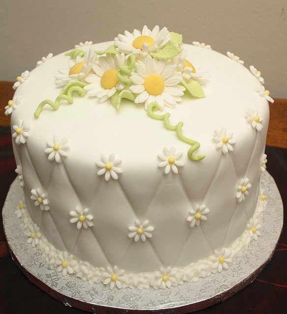 Lovely daisy cake !!  Very pretty........