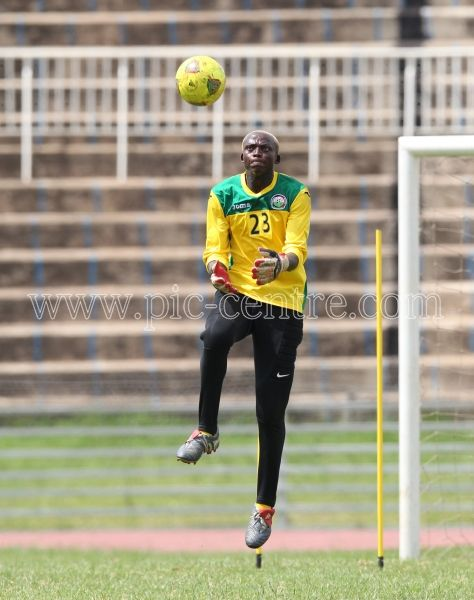 Harambee Stars goalkeeper Wilson Obungu in action during training session at Nyayo National Stadium on May 14, 2014. Stars will play Comoros Island in the 2015 AFCON preliminary match on Sunday at the same venue. Photo/Fredrick Onyango/www.pic-centre.com