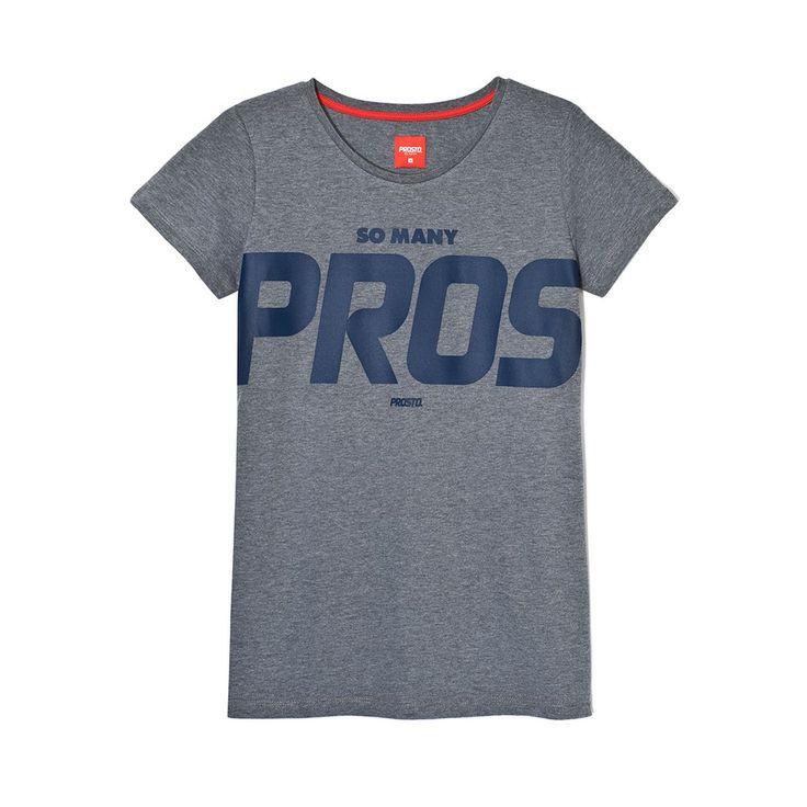 Koszulka PROS GREY Klasyczna damska koszulka. Duża grafika na froncie. Regularny krój.