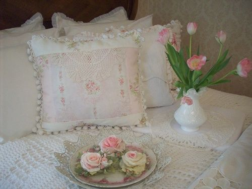 Shabby Chic Pillow Ideas : 1000+ ideas about Shabby Chic Pillows on Pinterest Vintage pillows, Pillow ideas and Vintage ...