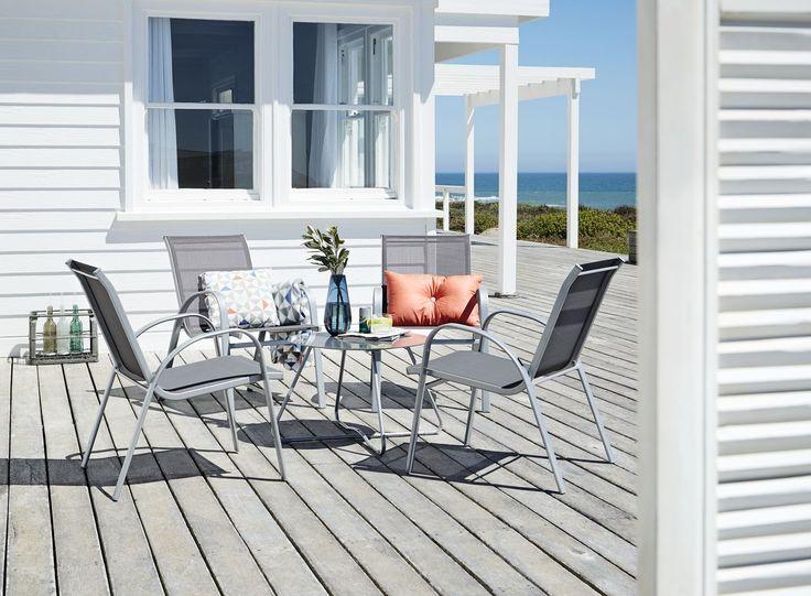 Confortabil, minimalist și rezistent: setul pentru terasă BAMBLE din otel, pentru serile de vara alaturi de cei dragi. | JYSK #inpiratie #gradina #ideigradina