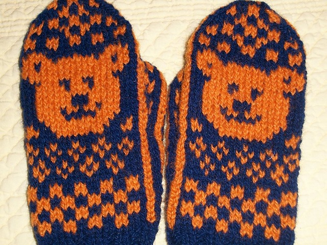 Ravelry: Bear Cub Mittens pattern by Snowy Woods Knits