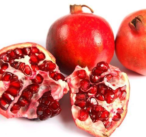 Granaattiomena on parhaimmillaan kuoren ollessa kiiltävä. Tutustu ihanaan eksoottiseen hedelmään! Tuoreet ja edulliset hedelmät ja marjat saat omasta K-ruokakaupastasi.