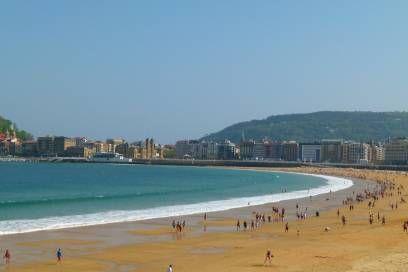 Für einen Stadtstrand ist die Playa de la Concha außergewöhnlich breit