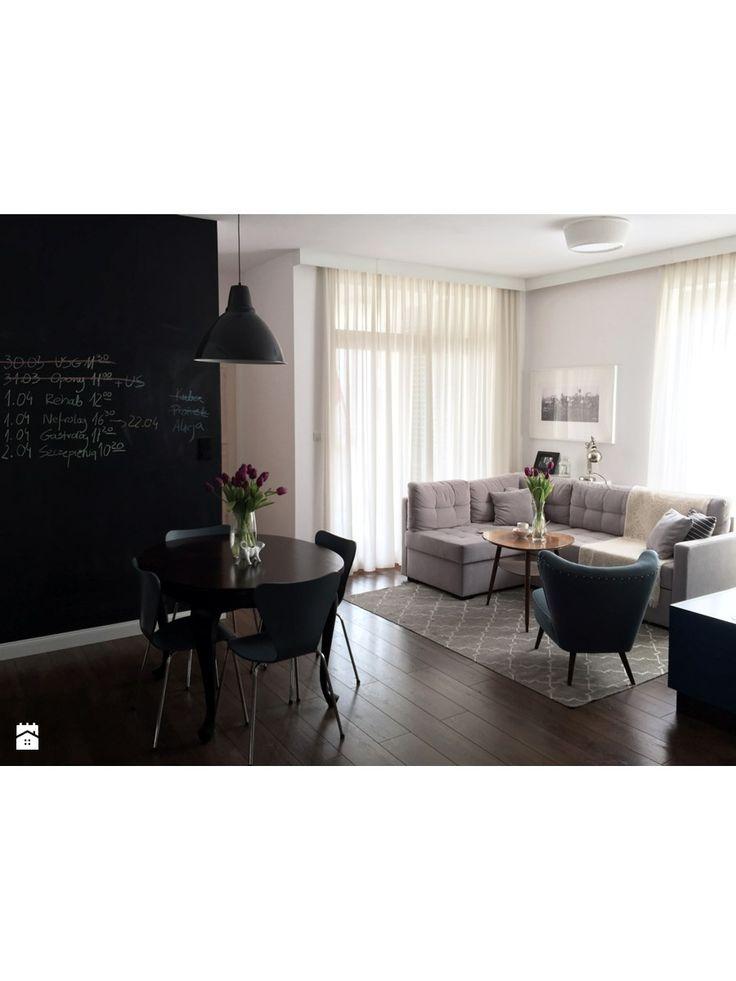 panele karniszowe, zasłony, narożnik + fotel | Salon i jadalnia - zdjęcie od Maszroom: Karolina Pogorzelska