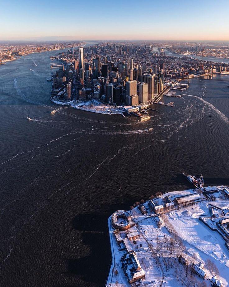 "newyorkcityfeelings:  ""Lower Manhattan skyline by Craig Beds@craigsbeds  """