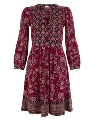 Take the '70s boho trend into the new season with our Tessa dress. This vintage-inspired piece is printed with folkloric florals with a contrast yoke and hemline, and cut with a flattering v-shaped neckline and bracelet sleeves. Model wears UK 8/UK S/EU 36/US 4. Model height is 175 cm/5'9.