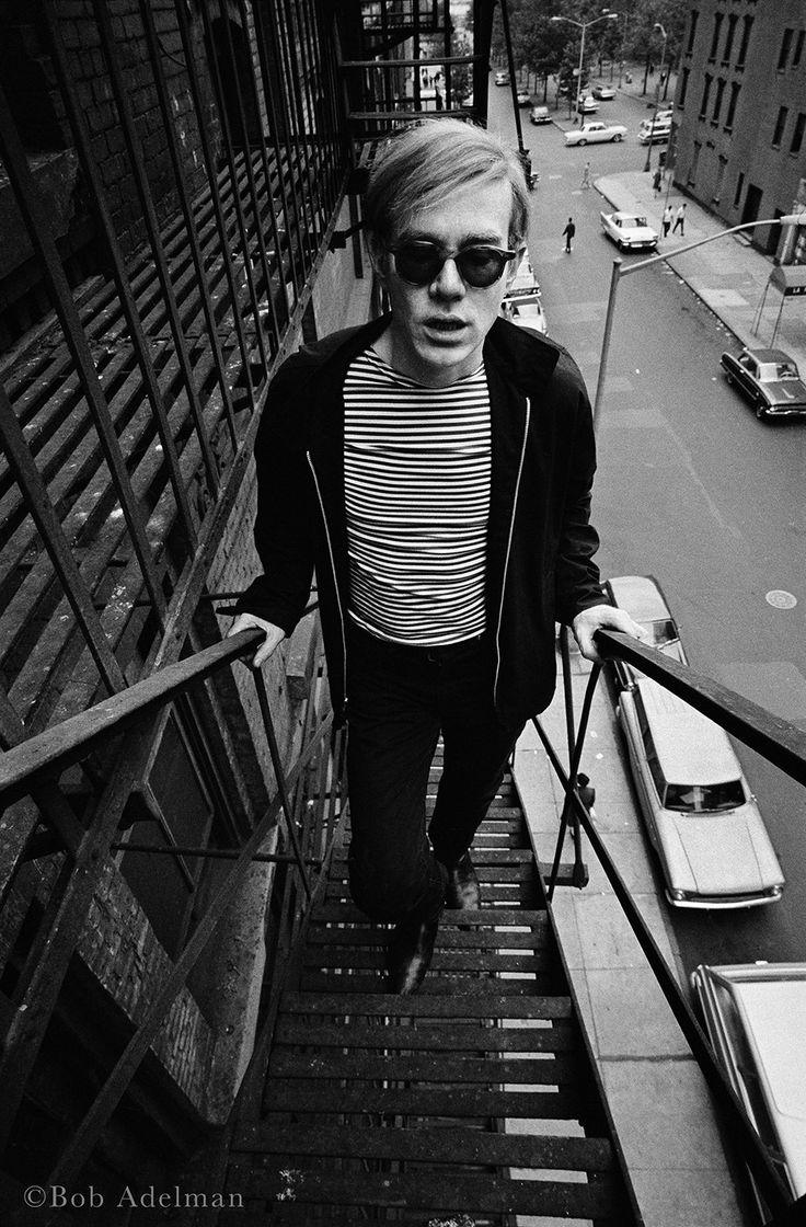 Bob Adelman, Andy Warhol sur l'escalier de secours de la Silver Factory, 47th street Factory, New York, 1965