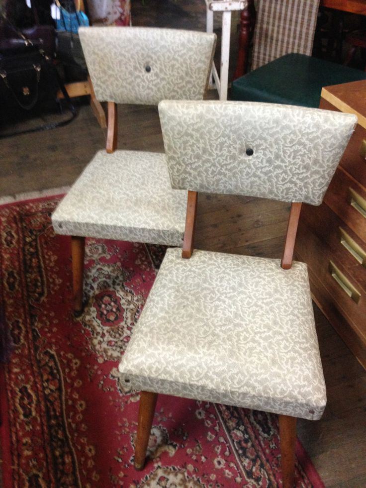 These are so retro and in fantastic condition. #chair #retro #itsmeagain