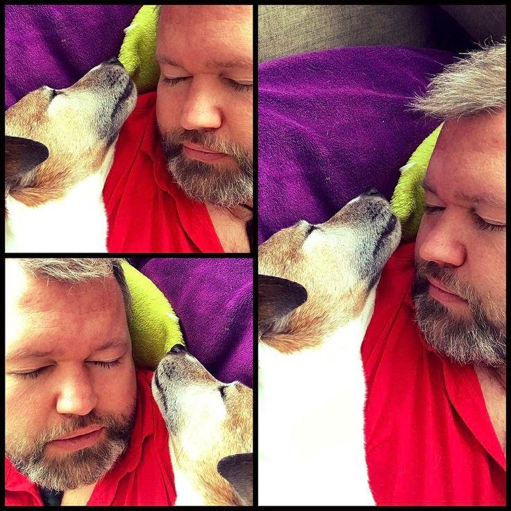 Kleiner gemeinsamer Mittagsschlaf  #ParsonRussell #ParsonRussellTerier #ParsonRussellTeriersOfInstagram #Parson #Jackrussel #Dog #Hund #FotoTotal #LoveMyDog #jrtLove #DogsOfInstagram #Terrier #DogLovers #jrtInstagram #prt #SignoreRossi #Gaston #DesMenschenBesterFreund #IchLiebeMeinenHund #Fellnasen #FellnasenLiebe #instagram #instagood #youlike #youfollowme #youfollowmeifollowyou #happy #glücklich #zufrieden #lukasstohler