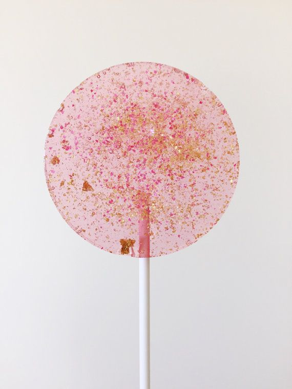 Welcome to our candy store. This listing is for our pink tinted round lollipops, with pink and gold glitter.  Two sizes:  8 x 3.5cm lollipops  OR  5 x 5.5cm lollipops  CHOOSE FROM VARIOUS FLAVOURS. OUR CHOSEN FLAVOURS ARE SUBTLE YET DELICIOUS. Each individually wrapped with white