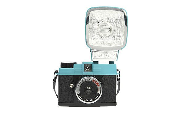 L'appareil photo moyen format légendaire de Lomography, fournit avec de nombreux accessoires ! Le Diana Mini produit des images au rendu unique.