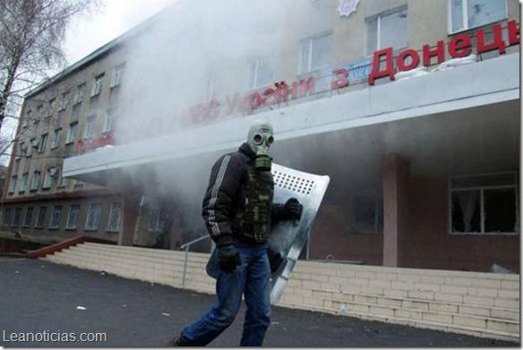 Ministerio del Interior Ucraniano fue tomado por prorrusos - http://www.leanoticias.com/2014/04/14/ministerio-del-interior-ucraniano-fue-tomado-por-prorrusos/