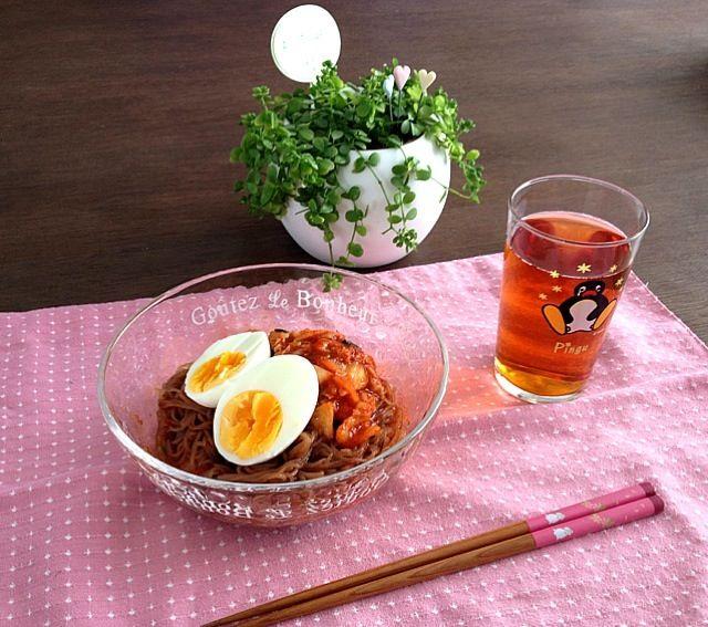 今日のお昼は暑かったので冷麺に!メッチャ辛くて、ヒーヒー言いながら食べたよ。 >_< - 28件のもぐもぐ - ピピン冷麺、プーアル茶 by pentarou