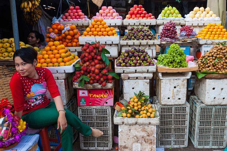 Probar bocado en el mercado central - Diez cosas que hacer en Phnom Penh