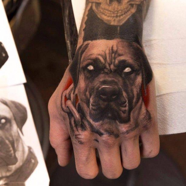 Rotweiler Tattoo Handrücken