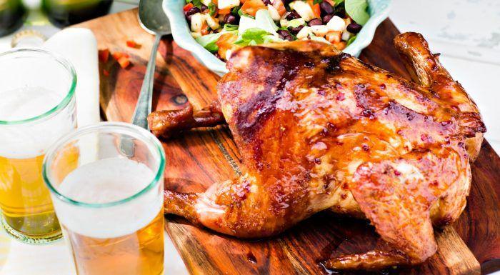 Helgrillad kyckling med romglaze och svart bönsallad