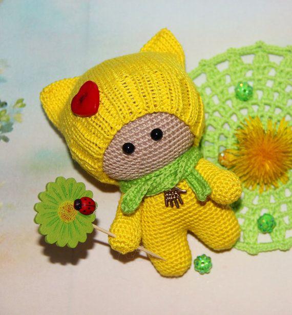 Muñeca de ganchillo en amarillo  muñeca amigurumi por PrettyBalls
