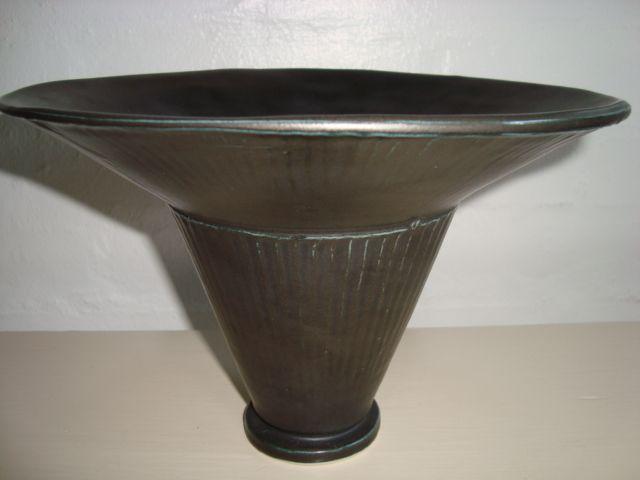 Kähler vase from Svend Hammershøis hand, Produced together with Jens Thirslund in 1948. Must have been just before his death feb. 27th 48. H: 16 cm - D: 24 cm Sign. HAK 1948   #Kahler #ceramics #pottery #hak #Svend #Hammershoei #vase #dansk #keramik #Danish. SOLGT/SOLD.