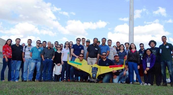 """FCA/Unesp realiza curso de Uso de Drones em Estudos Agroflorestais -   Durante XXX SEAB (Semana de Estudos Agropecuários e Florestais de Botucatu), promovida pela Faculdade de Ciências Agronômicas (FCA/Unesp), Faculdade de Medicina Veterinária e Zootecnia – (FMVZ/Unesp)e Fundação de Estudos e Pesquisas Agrícolas e Florestais (Fepaf) foi realizado o curso """"U - http://acontecebotucatu.com.br/geral/fcaunesp-realiza-curso-de-uso-de-drones-em-estudos-agroflorest"""