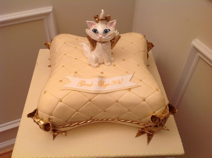 Pillow cake with a edible gum paste cat!