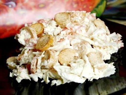 """Салат """"Вершина блаженства""""  Ингредиенты: 200 г солёной красной рыбы(у меня форель) небольшой кочан пекинской капусты 100 г белых(!!!) сухариков(рекомендовали """"клинские"""",но я не нашла) майонез. Приготовление: Режем небольшими полосочками рыбку, шинкуем капусту, перемешиваем. Добавляем майонез, перемешиваем и добавляем сухарики. Ещё раз перемешиваем - можно кушать. Можно чтобы салатик постоял минут десять и сухарики слегка размягчились."""