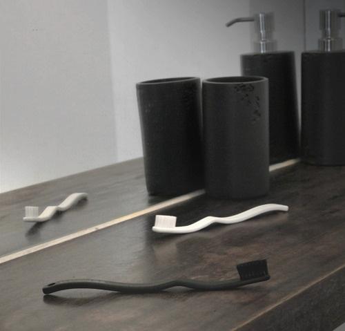 Black & White Yumaki toothbrushes