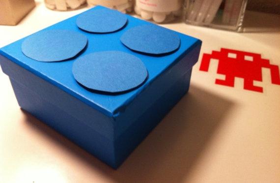 ¿Para regalo? Puedes incluir un empaque hecho a mano inspirado en LEGO por un coste adicional