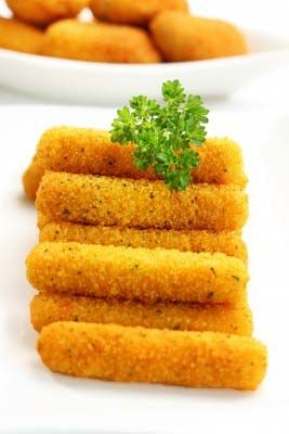 Gluten Free Mozzarella Sticks Recipe: http://glutenfreerecipebox.com/gluten-free-mozzarella-sticks-recipe/ #glutenfree