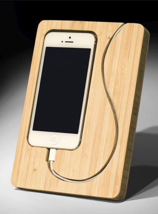 Suporte de bamboo para iphone e cabo.