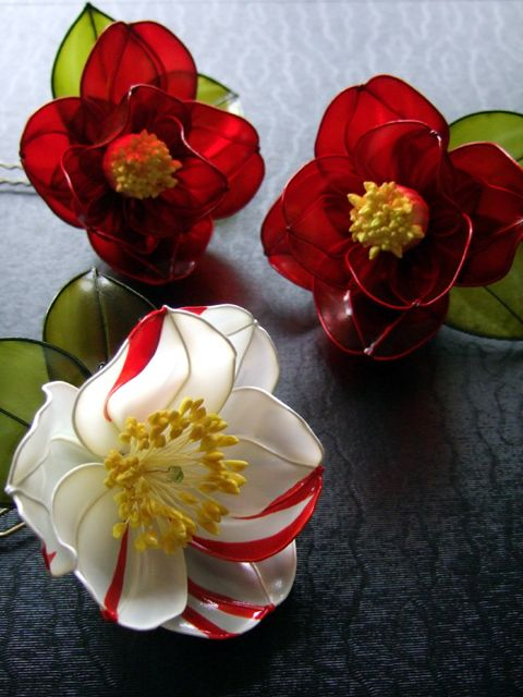 Kanzashi / Camellia - camellias made out of  of silk or silk like material - these are amazingly good!